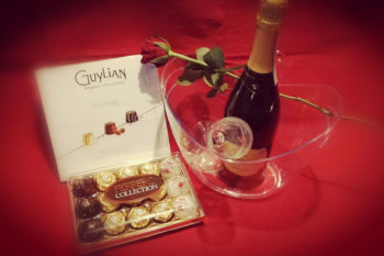 Lash Intimate – Valentines Party 2020. You can pre-order chocolates, Prosecco and a rose for your partner